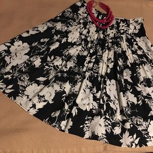 Pretty Off-white Floral on Black Skirt EUC sz M